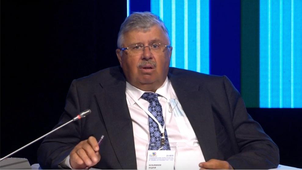 На форуме в ХМАО экс-глава таможенной службы РФ Бельянинов назвал скульптора Эрнста Неизвестного изменником Родины