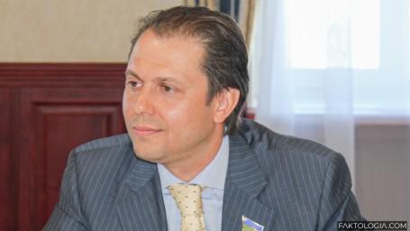 Перед выборами свою должность покидает заместитель губернатора Тюменской области Владимир Сысоев