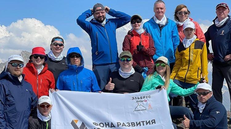 В разгар предвыборной кампании заместители губернатора ХМАО массово покоряют горы Кавказа