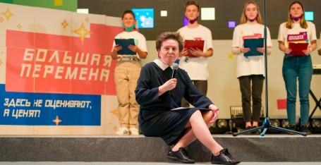 Танец губернатора ХМАО Комаровой сравнили с предвыборным выступлением Бориса Ельцина