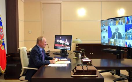 Президент Путин ушел на самоизоляцию из-за больных коронавирусом в его окружении